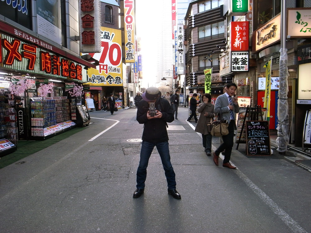 Shinya Arimoto shooting in Shinjuku (photo by John Sypal)